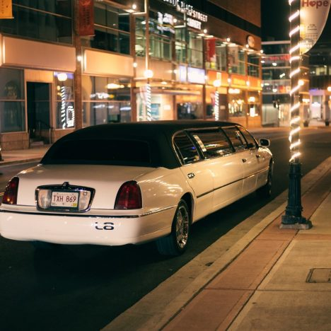 Enjoy and Impress People with A Wedding Limousine